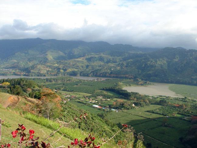 Valles y depresiones tect nicas relieve de costa rica for Pisos en montornes del valles